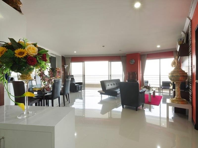 Luxe appartement  gelegen direct aan zee, met een panoramisch terras