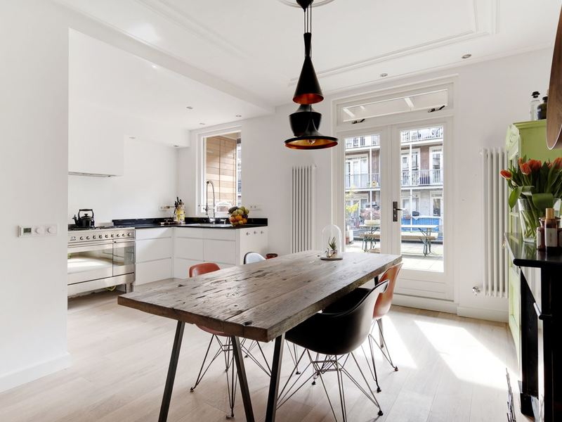 Fresh Design Apartment with Spacious Roof Terrace